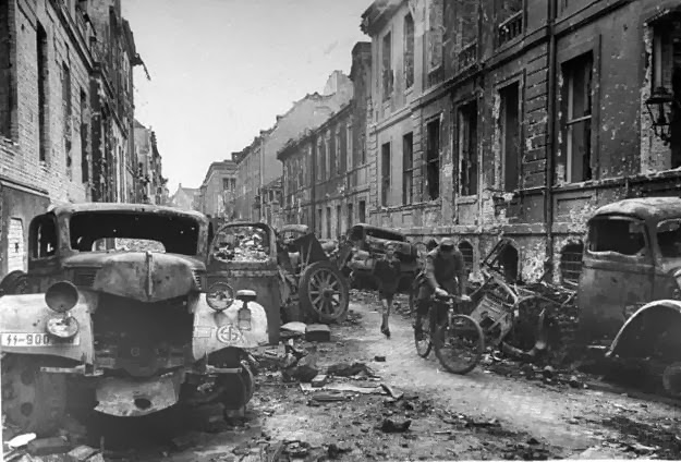 The-Destroyed-Berlin-in-1945-40